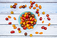 Bowl of yellow and red mini tomatoes - LVF05335