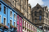United Kingdom, Scotland, Edinburgh, colorful row of houses in Victoria Street - EL01815