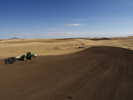 USA, Washington State, Palouse hills, wheat field and tractor - BCDF00015