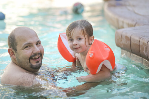 Portrait of father and little daughter together in swimming pool - SHKF00672