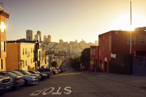 USA, California, San Francisco, view along Filbert Street on Russian Hill in evening light - BRF01362