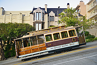 USA, California, San Francisco, Cable Car on Hyde Street - BR01392
