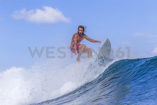 Surfer on a wave - KNTF00508