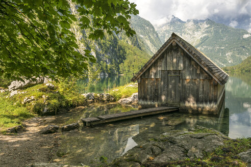 Germany, Bavaria, boat house at lake Obersee - STSF01087