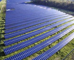 USA, North Carolina, Low-level aerial photograph of a solar field - BCDF00082