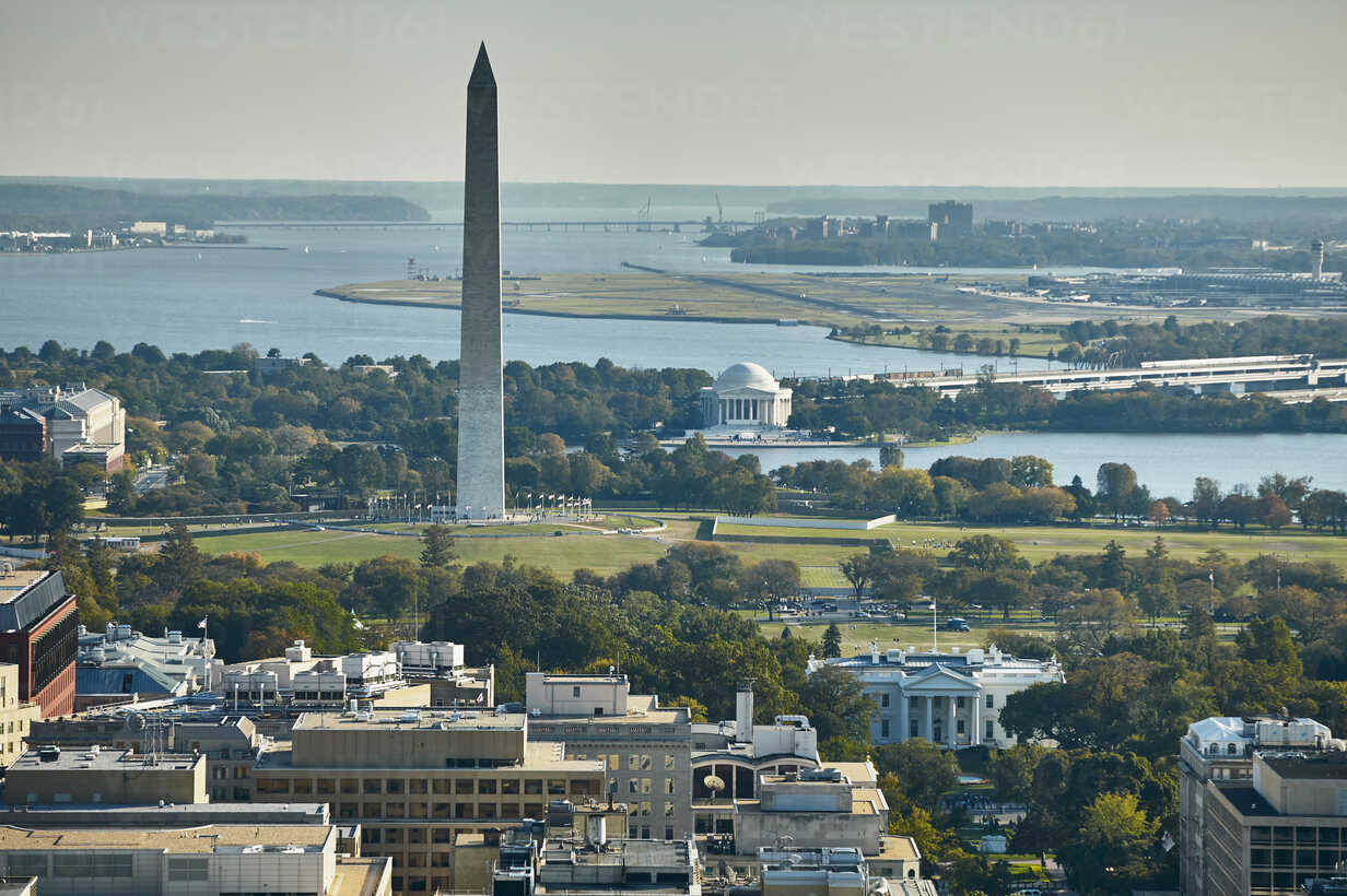 USA, Aerial photograph of Washington, D.C. showing The White House, Washington Monument, Jefferson Memorial, Potomac River and National Airport - BCDF00106 - Cameron Davidson/Westend61