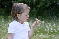 Little girl watching snake holding in  her hand - LBF01484