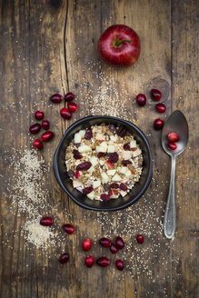 Muesli with puffed quinoa, wholemeal oatmeal, raisins, dried cranberries and apple - LVF05351