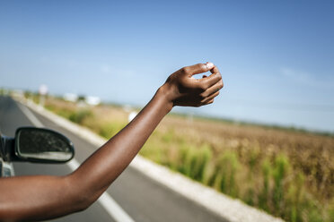 Hand of a woman leaning out of car window - KIJF00792