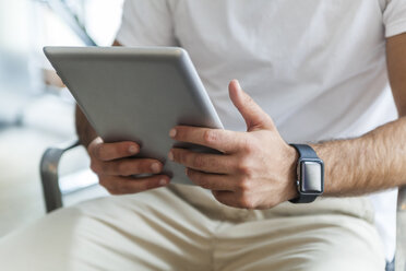 Man's hands holding tablet - TCF05107