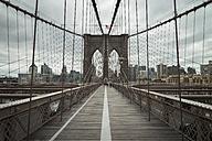 USA, New York City, pedestrian walkway on Brooklyn Bridge - STCF00253