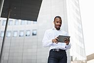 Businessman using tablet - DIGF01327