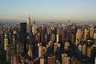 USA, New York State, New York City, business district in the morning - BCDF00160