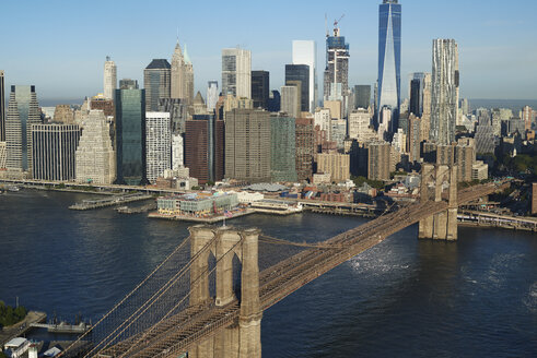 USA, New York, Aerial photograph of the Brooklyn Bridge - BCDF00166