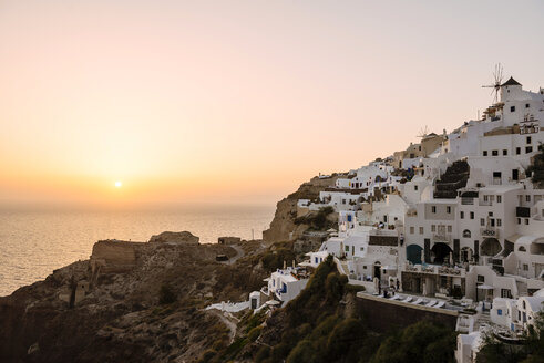 Greece, Santorini, Oia, view to the village at sunset - GEMF01092