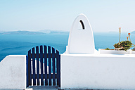 Greece, Santorini, Oia, gate and chimney in front of the sea - GEMF01098