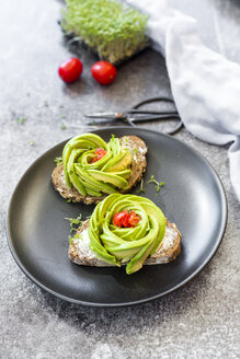 Avocado rose, bread, cress and tomatoes - SARF02961