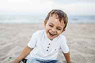 Laughing little boy playing on the beach - JRFF00891