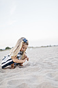 Little girl playing on the beach - JRFF00894