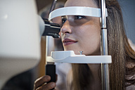 Young woman doing eye test at the optometrist's - ZEF10544
