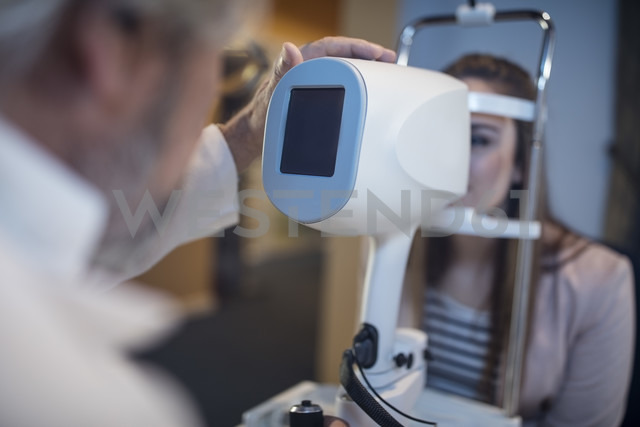Young woman doing eye test at the optometrist's - ZEF10547