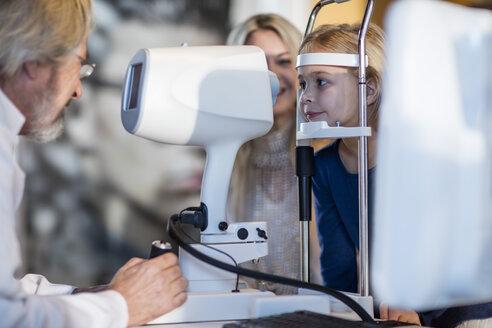 Girl doing eye test at the optometrist - ZEF10553