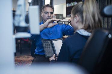 Optometrist doing eye test with girl - ZEF10592