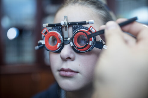 Girl doing eye test at optometrist - ZEF10595