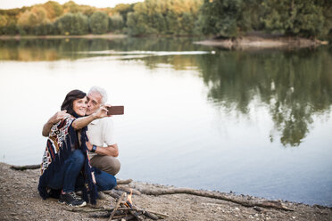 Senior couple at a lake taking a selfie - ONF01099