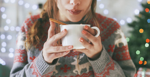 Woman with cup of coffee at Christmas time, close-up - RTBF00422