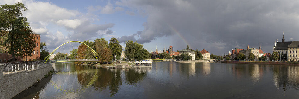 Poland, Wroclaw, Sand Island and Cathedral Island with rainbow - MELF00149
