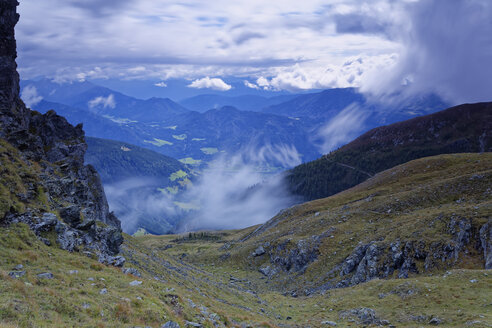 Austria, Carinthia, Drau Valley in clouds - GFF00793