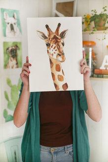 Artist hiding behind aquarelle of a giraffe - RTBF00457