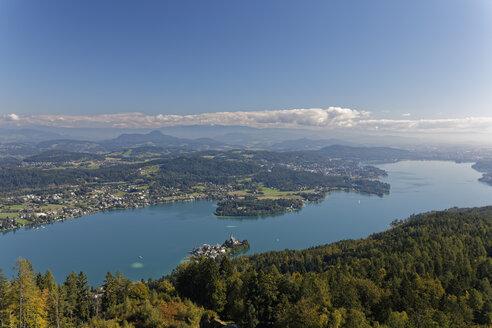Austria, Carinthia, Lake Woerthersee, view to Klagenfurth - GFF00801