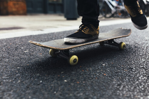 Young skateboarder on the street, partial view - BOYF00620