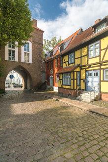 Germany, Mecklenburg-Western Pomerania, Stralsund, Knieperstrasse, Knieper Gate - TAMF00670