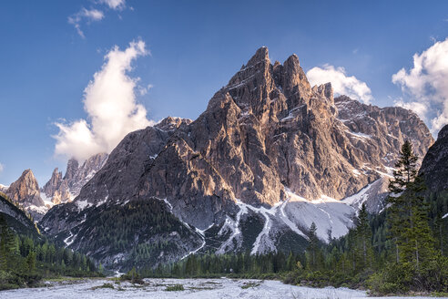 Italy, Province Belluno, Hochpuster Valley, Nature Park Tre Cime, Sexten Dolomites, Einserkofel and Zwoelferkofel - STSF01107