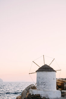 Greece, Amorgos, Aegialis, wind mill at sunset - GEMF01139