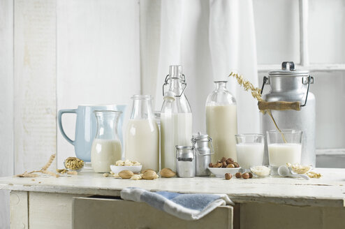 Vegan milk,  Soy milk, almond milk, lactose-free, hazelnut milk, rice milk, oak milk - ASF06042