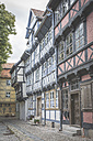 Germany, Quedlinburg, row of half-timbered houses - ASCF00666