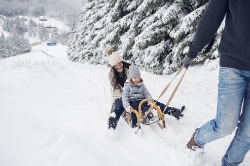 Happy family with sledge in winter landscape - HAPF00950