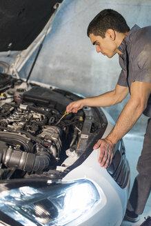 Mechanic repairing car in a garage - JASF01237