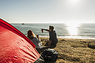 Young couple camping at seaside - UUF08749