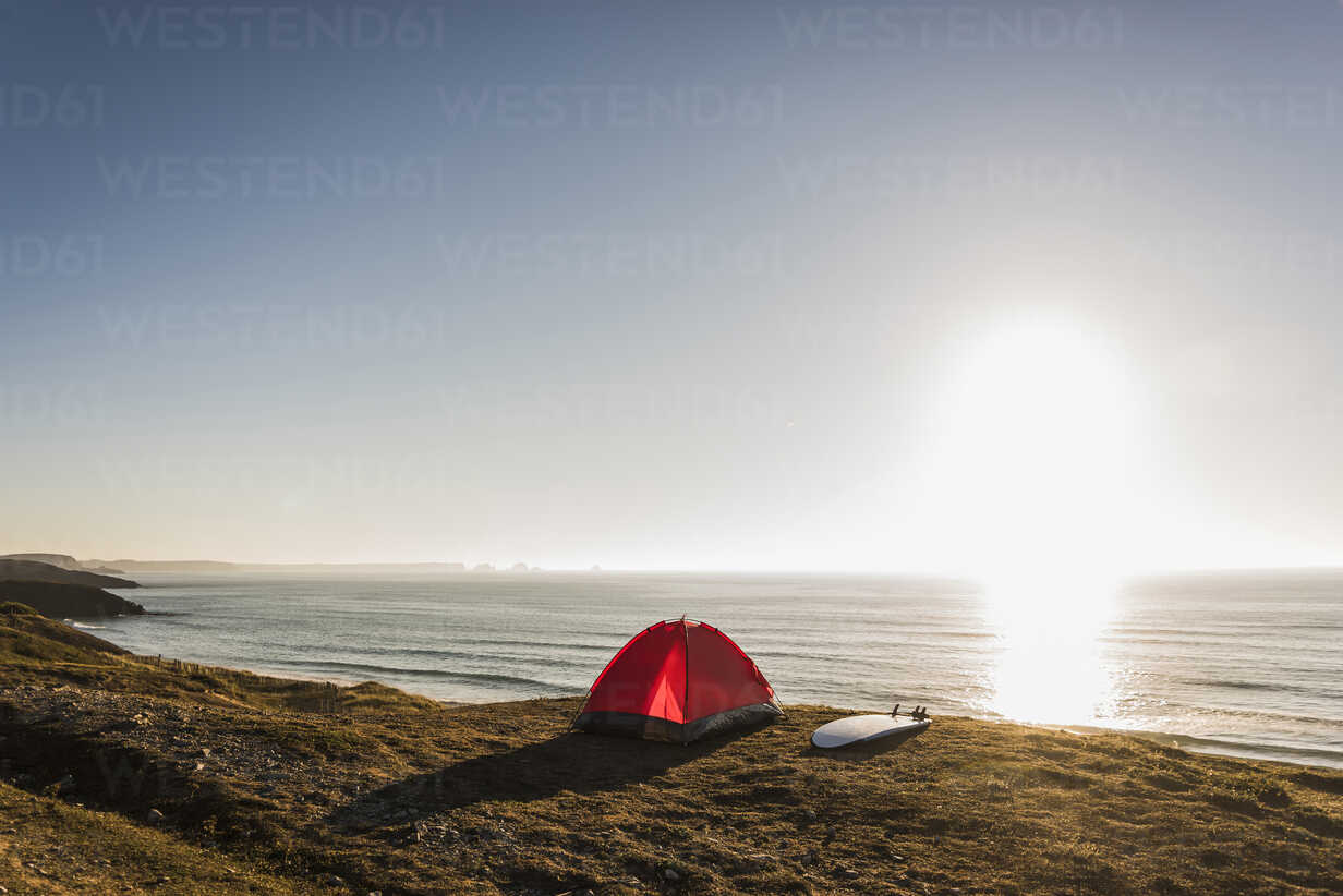 Red tent and surfboard at seaside in the evening twilight - UUF08776 - Uwe Umstätter/Westend61
