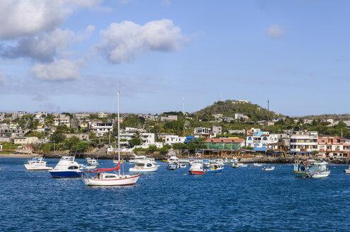 Ecuador, Galapagos Islands, San Cristobal, view to the harbour of Puerto Baquerizo Moren - CB00394