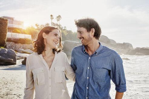 Happy couple on the beach - RORF00361