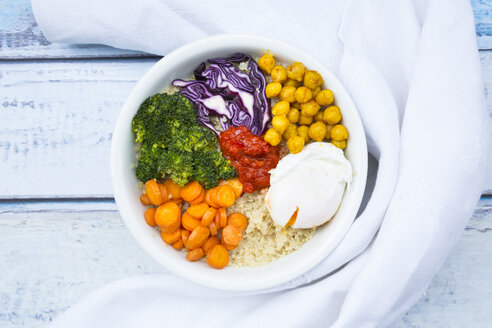 Lunch bowl of quinoa, red cabbage, carrots, roasted chickpeas, broccoli, poached egg and ajvar - LVF05487