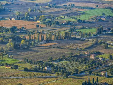 Italy, Umbria, Gubbio, Sunrise in the countryside in Autumn - LOMF00420