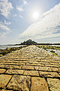 UK, Cornwall, Marazion with St. Michael's Mount in background - THAF01856