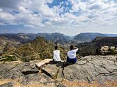 Oman, Jabal Akhdar, Two women looking at mountain view - AMF05039